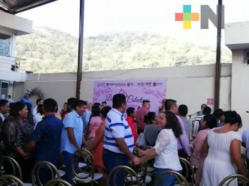En boda colectiva del municipio de Atoyac, 34 parejas legalizaron su unión