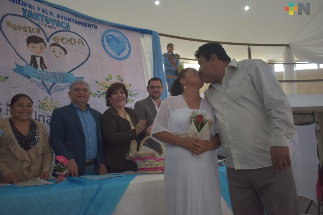 Bodas colectivas dan certeza jurídica a familias en Tantoyuca