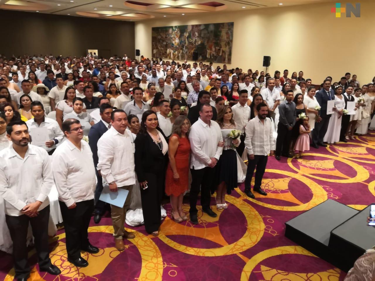 Más de 300 parejas participan en boda colectiva de Boca del Río