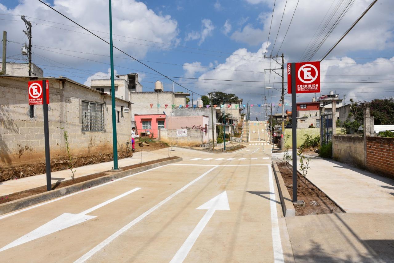 Entregan pavimentación de la calle Ciprés, en Xalapa