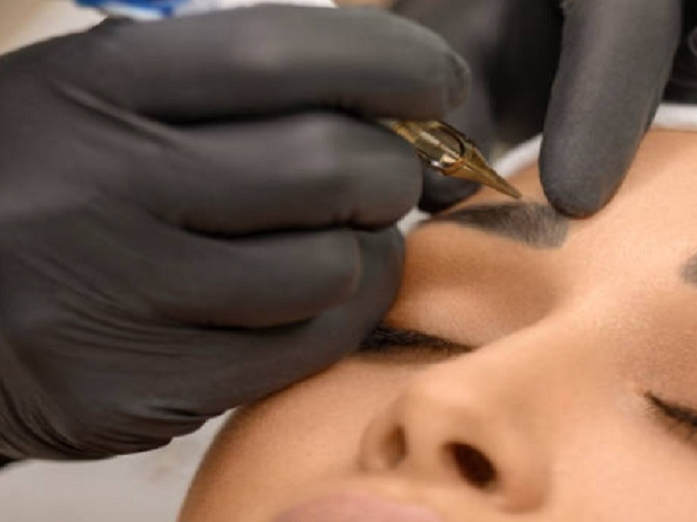Delineado de ceja permanente puede poner en riesgo la salud