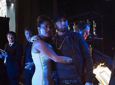 Salma Hayek tiene momento inesperado con Eminem durante el Oscar