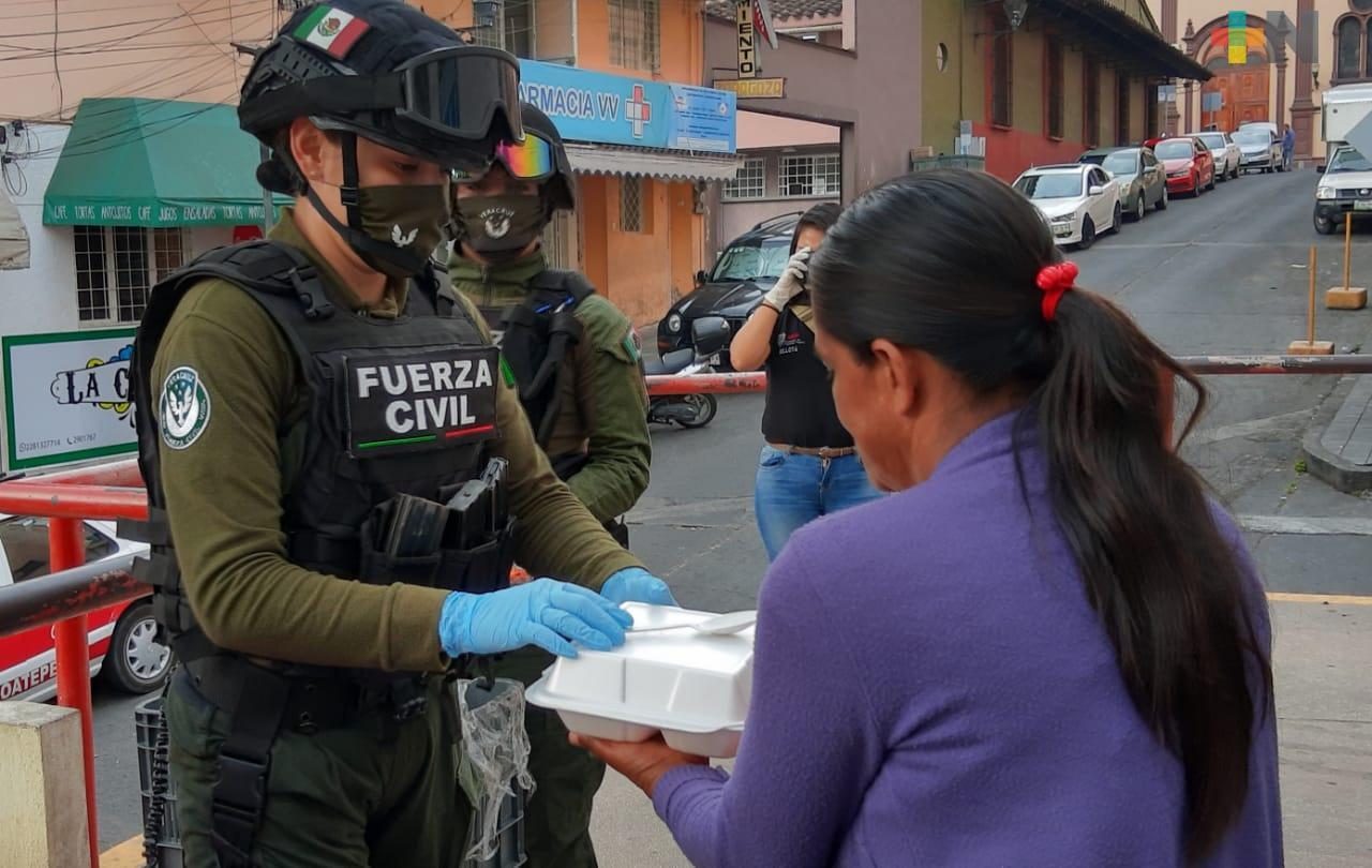 Fuerza Civil entrega alimentos a familiares de pacientes en diversos hospitales de Xalapa