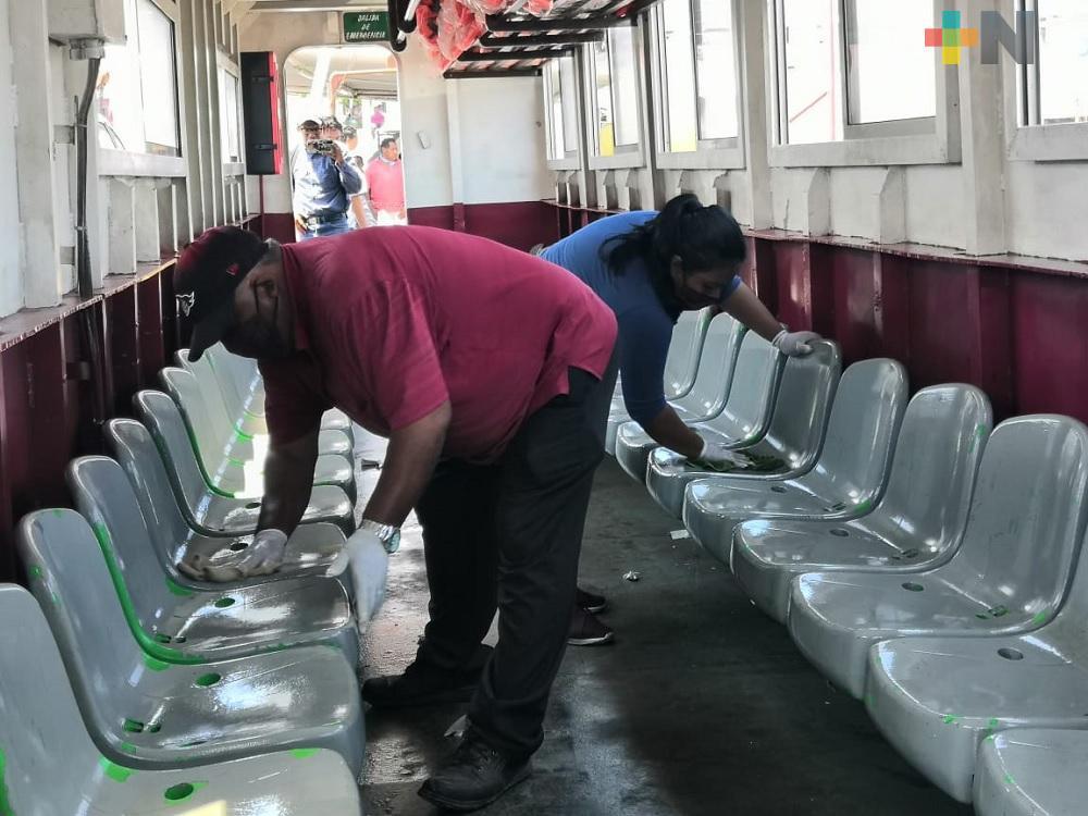 Cada tres horas, limpian y desinfectan transbordador que cruza de Villa Allende a Coatzacoalcos