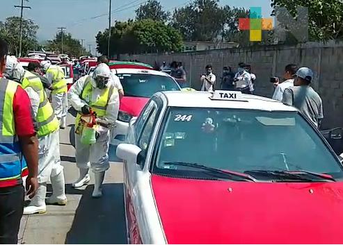 Sanitizan taxis pertenecientes al municipio de Ixtaczoquitlán