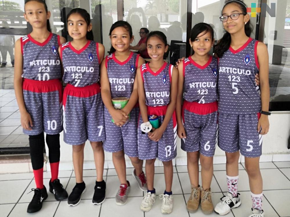 Estudiantes de primaria representarán a Coatzacoalcos a nivel estatal en basquetbol