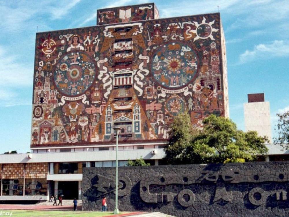 Facultad de Derecho de la UNAM, titula a primera alumna vía remota durante la contingencia