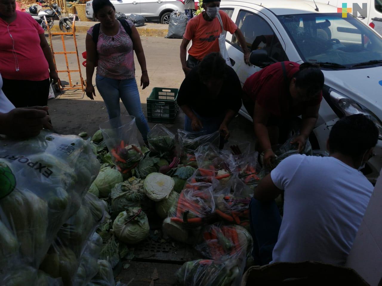 Mechones de Esperanza dona bolsas de verdura a personas carentes de recursos