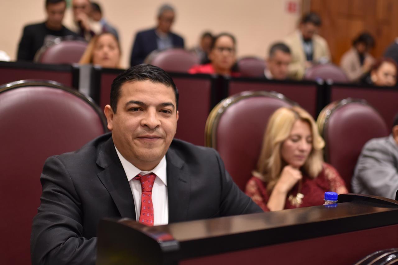 Apoyar propuesta para reducir prerrogativas a los partidos políticos, pide Gómez Cazarín