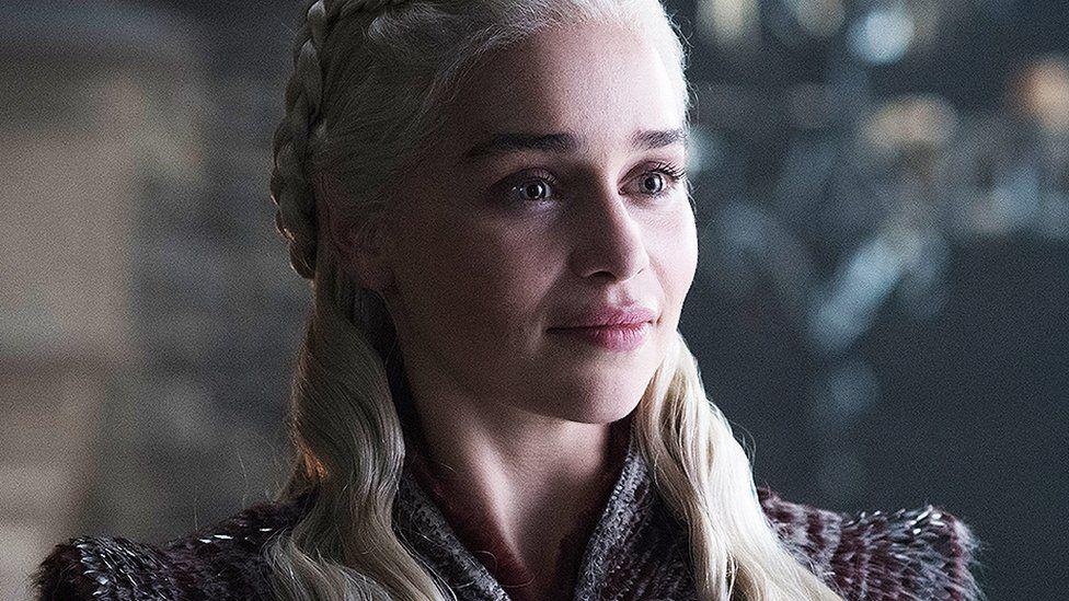 Emilia Clarke busca recaudar fondos ante el Covid-19