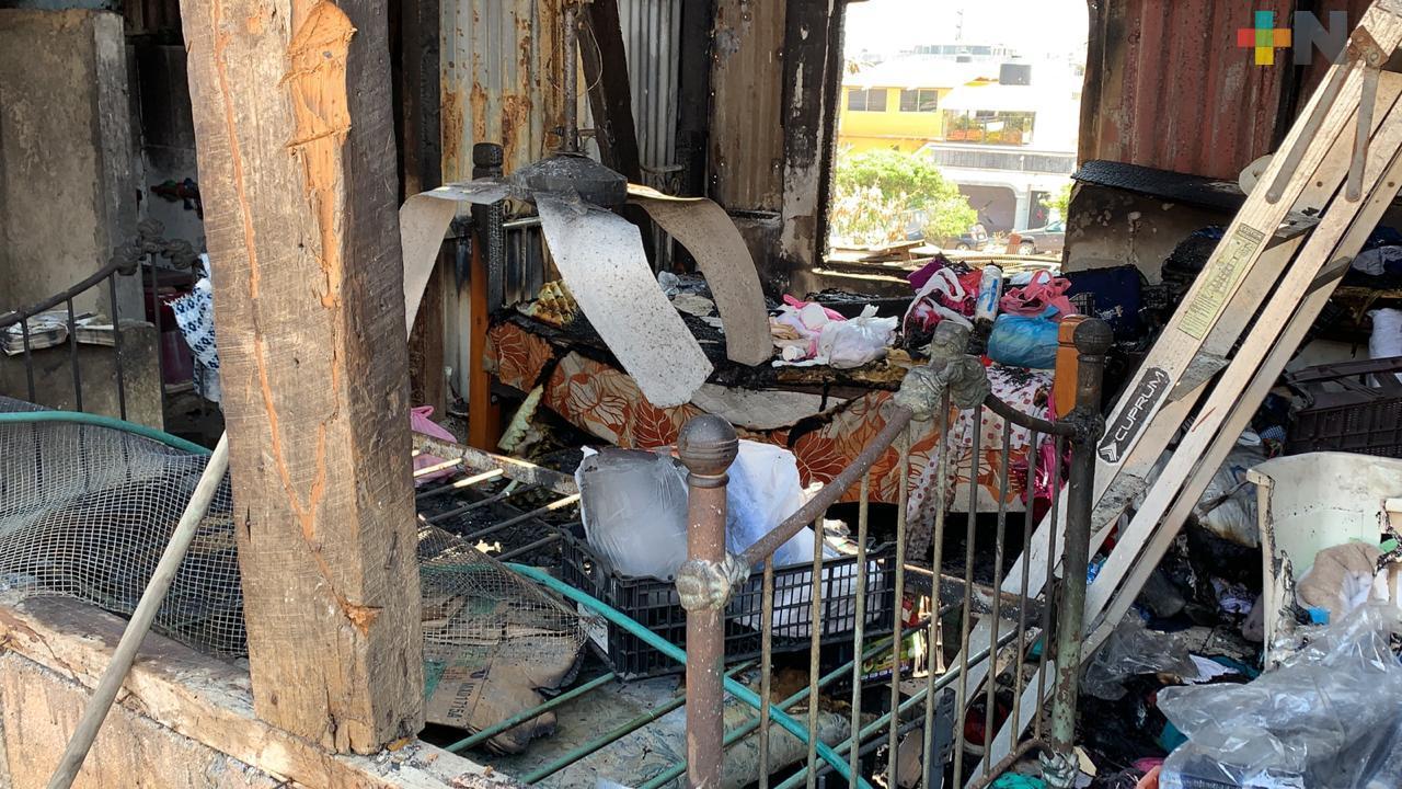 Piden apoyo para señora cuya vivienda resultó afectada por incendio