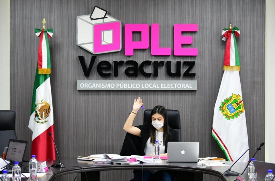 OPLE Veracruz sesiona con cubrebocas