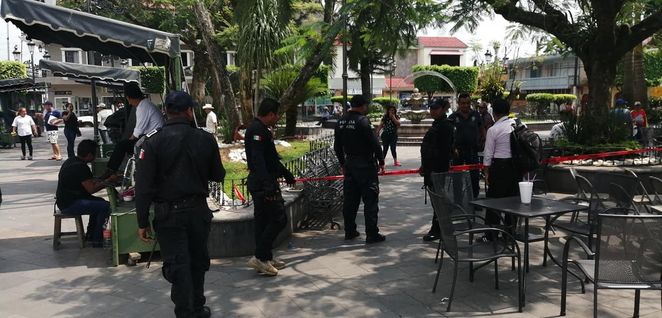 En Misantla acordonan parque central, en busca de retirar a personas de espacios públicos