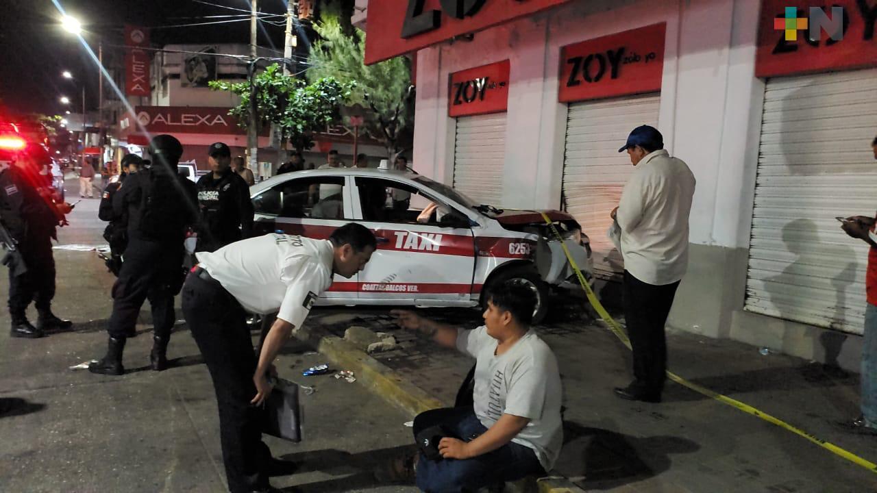 Choque entre motociclista y taxi en Coatzacoalcos