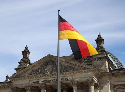 Alemania inicia proceso de reapertura tras controlar casos de COVID-19