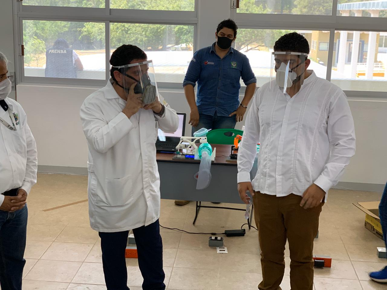 Tecnológico Nacional de México entregó a personal de salud, caretas anti-Covid-19, en Coatzacoalcos