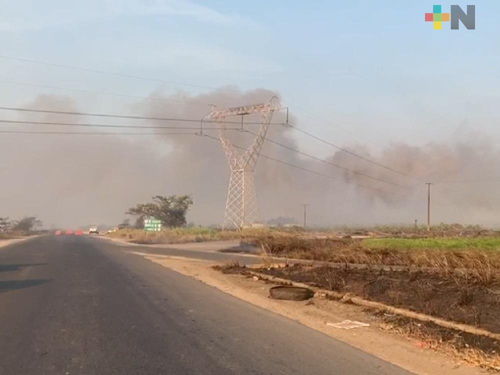 Cierran carretera Las Matas por incendio en el pantano