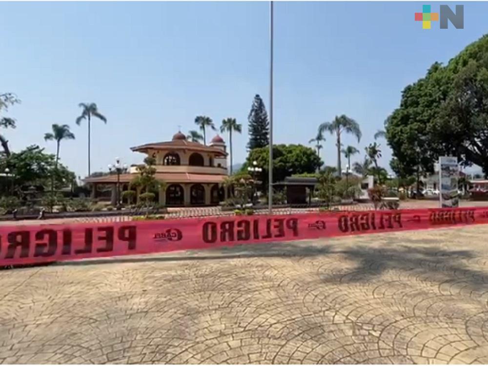 Sanitizan espacios públicos de Fortín