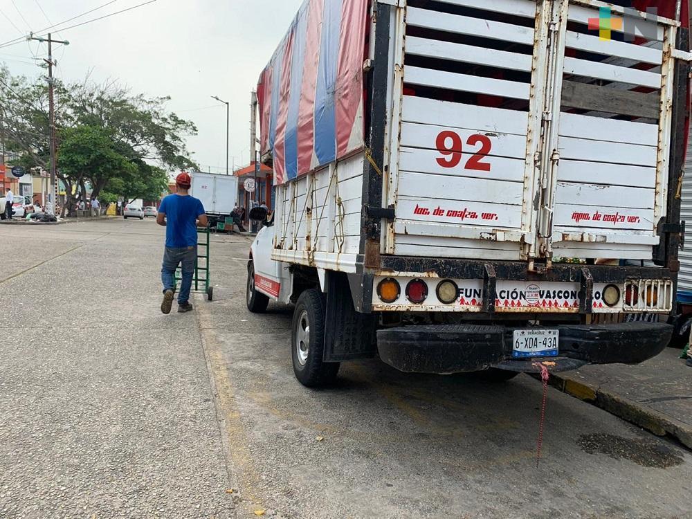 Prestadores del servicio de carga de Coatzacoalcos, solicitan apoyo de las autoridades