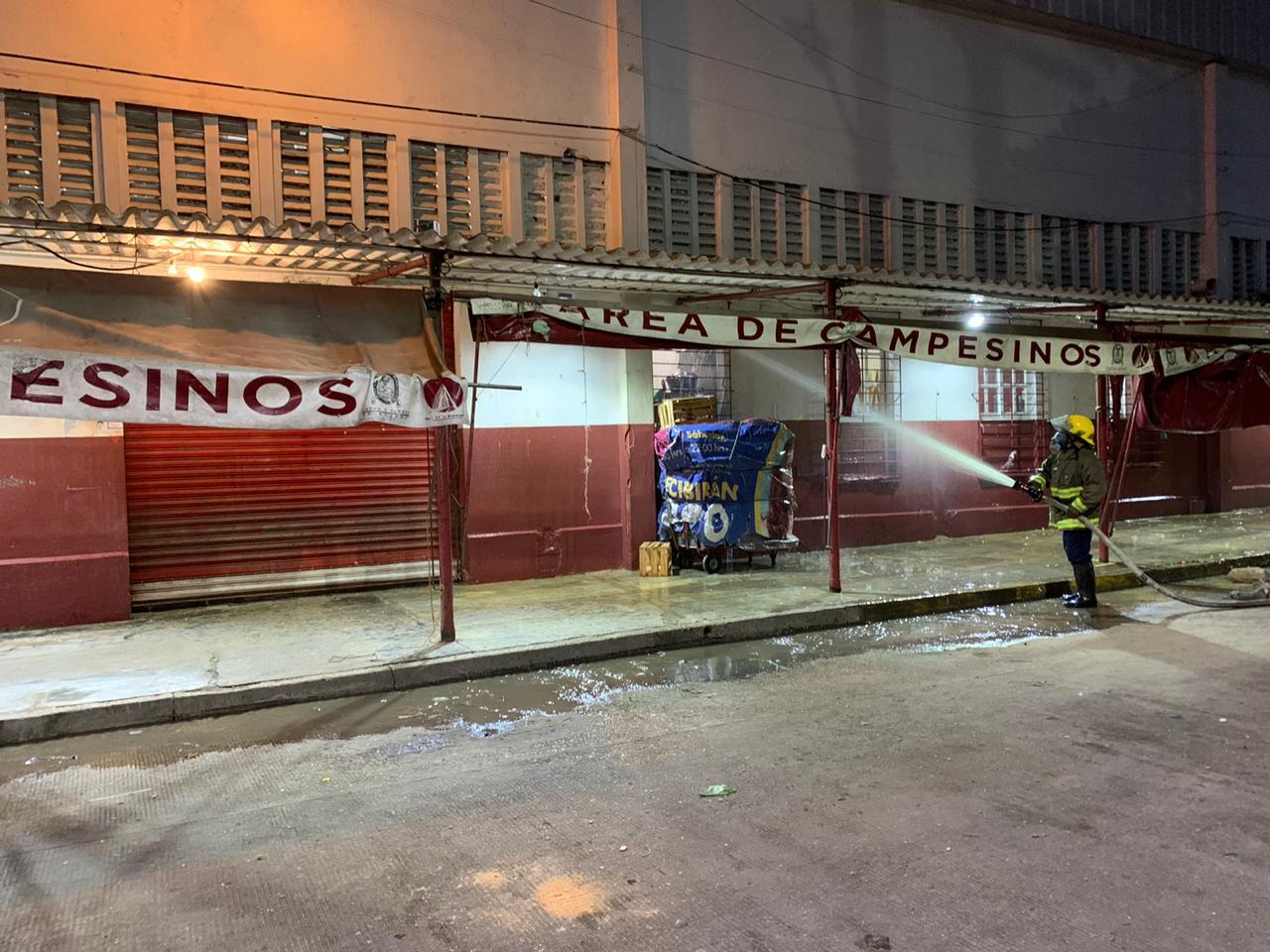 Desinfectaron el mercado Morelos de Coatzacoalcos para evitar riesgos de COVID-19