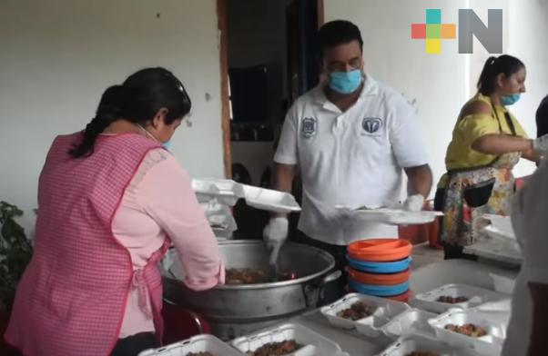 Ayuntamiento de Tlacotalpan sirvió alimentos gratuitos en apoyo a la población