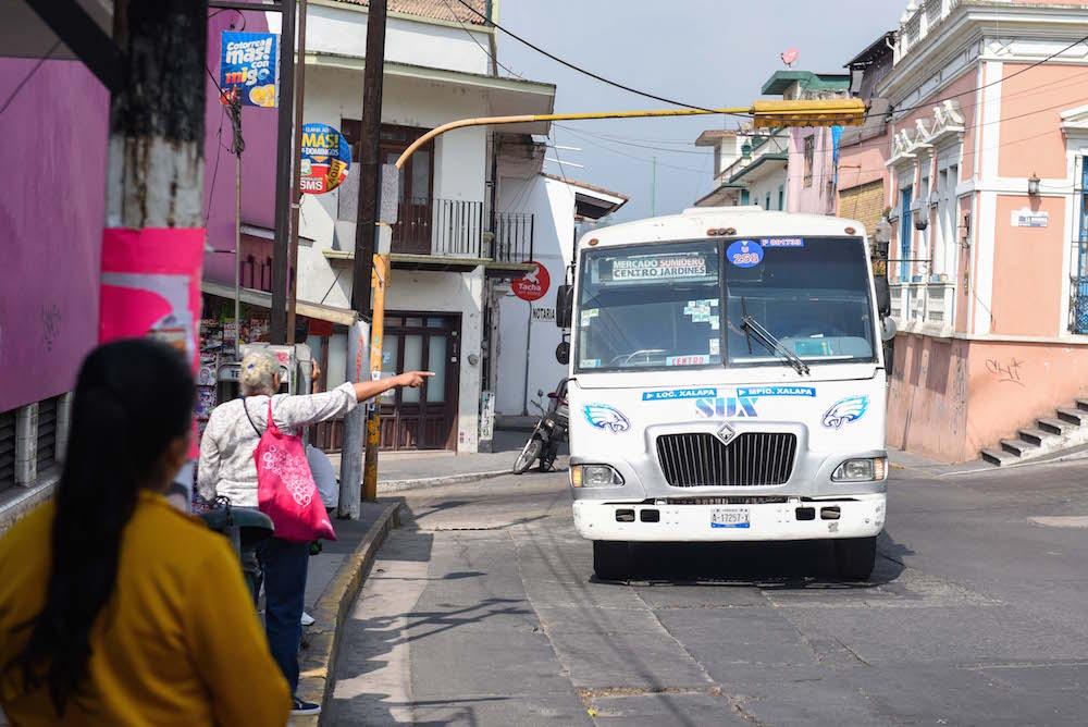 Ayuntamiento de Xalapa exhorta a mantener limpias las unidades de transporte público