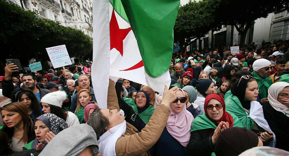 Indultan a más de cinco mil prisioneros en Argelia