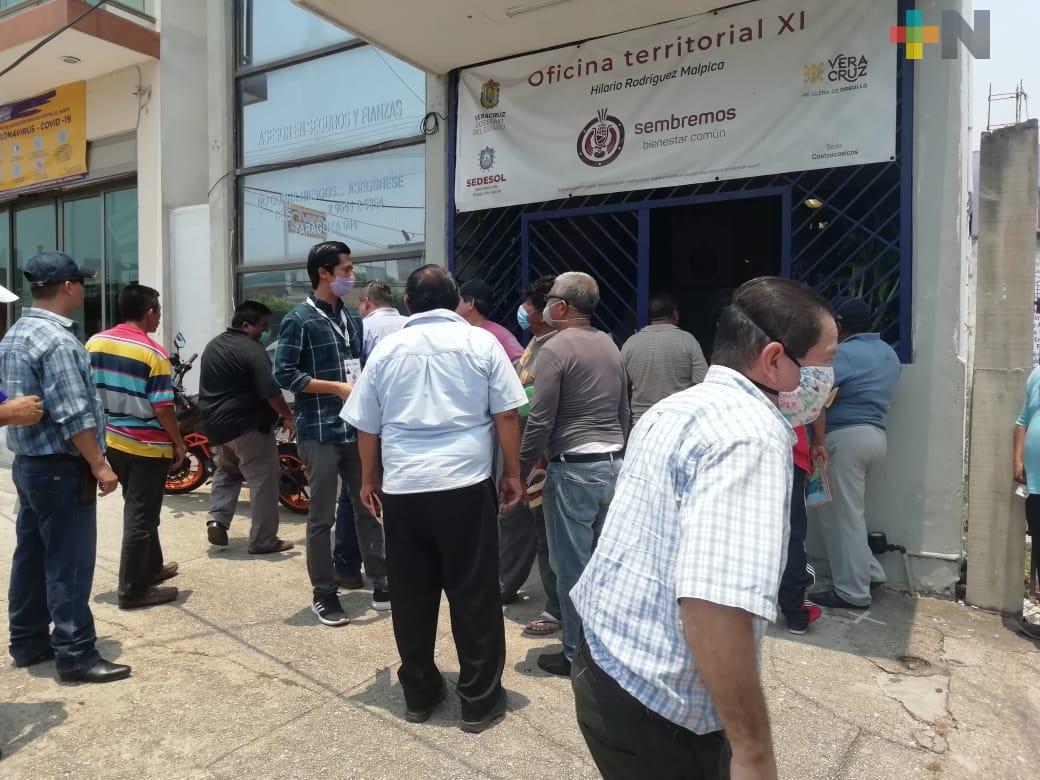 Taxistas de Coatzacoalcos entregan documentos, esperan recibir apoyo