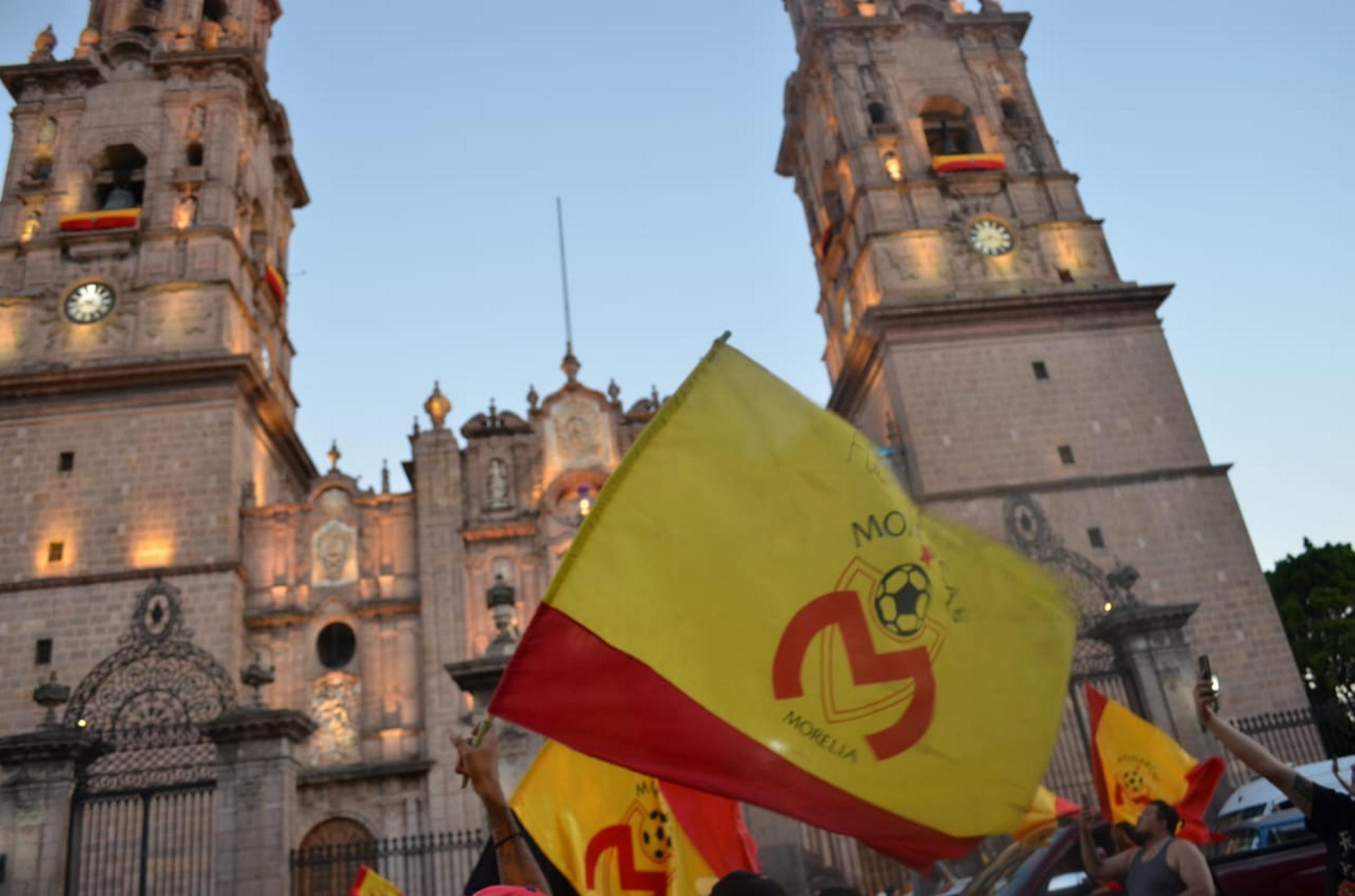 Aficionados se manifiestan en contra de la venta Monarcas Morelia