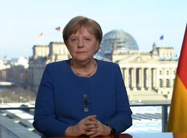 Pide Merkel una vacuna contra COVID-19 para todos