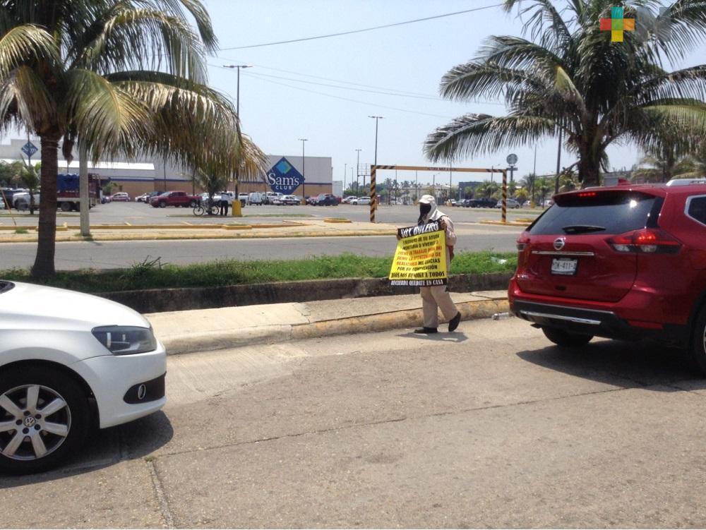 Ante la falta de trabajo, bolero de Coatzacoalcos pide ayuda para alimentar a su familia