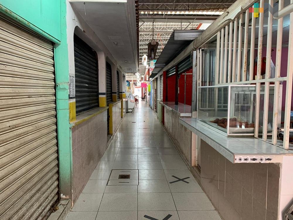 Cierran locales de Mercado Puerto México, debido a que dueños son de la tercera edad