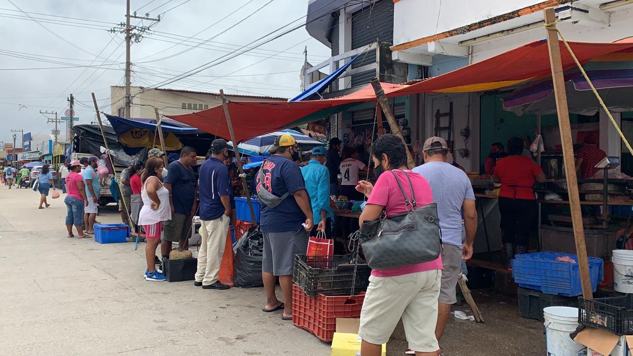 Pese a pandemia, colonos se aglomeran en zona comercial de la Francisco Villa de Coatzacoalcos