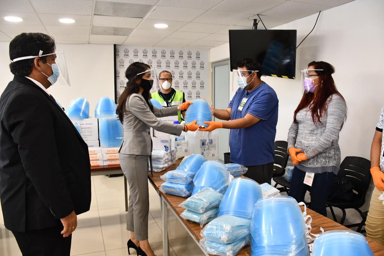 Entregan insumos de prevención de contagio a personal de la FGE