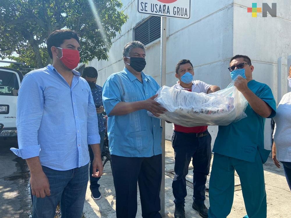 Diputado entrega 600 caretas en clínicas y hospitales de Coatzacoalcos y Minatitlán