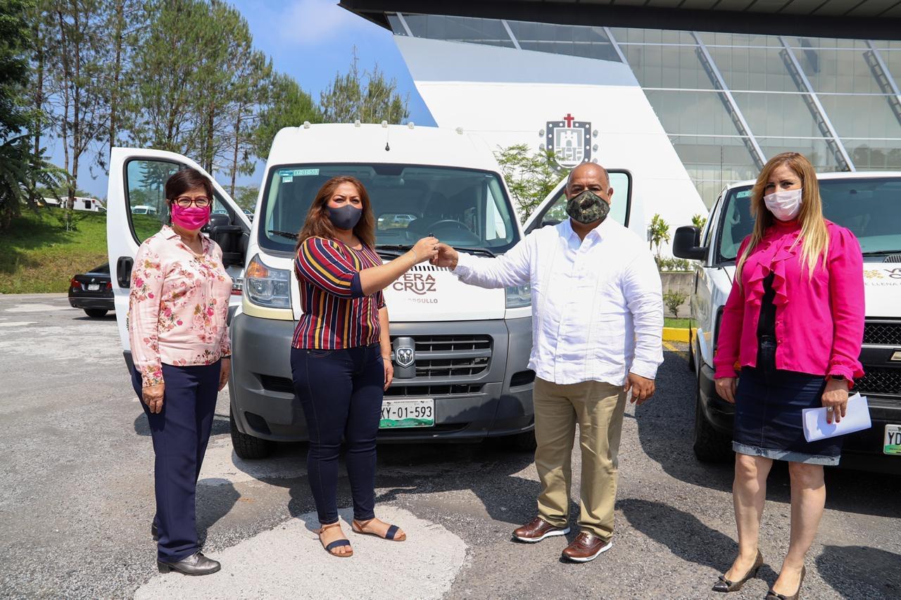 Entrega Gobierno de Veracruz vehículos adaptados a municipios del Papaloapan