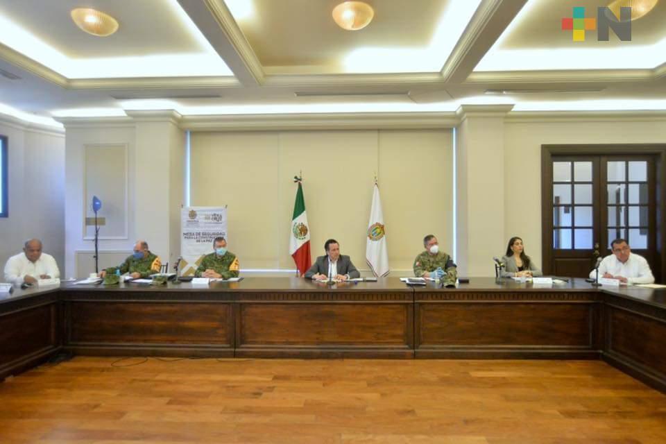 Cuitláhuac y Federación afinan coordinación de operativos en carreteras