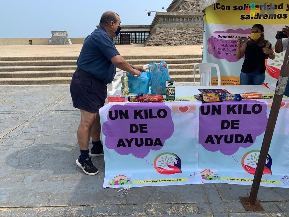 Instalan centro de acopio de alimentos en pirámide de malecón de Coatzacoalcos