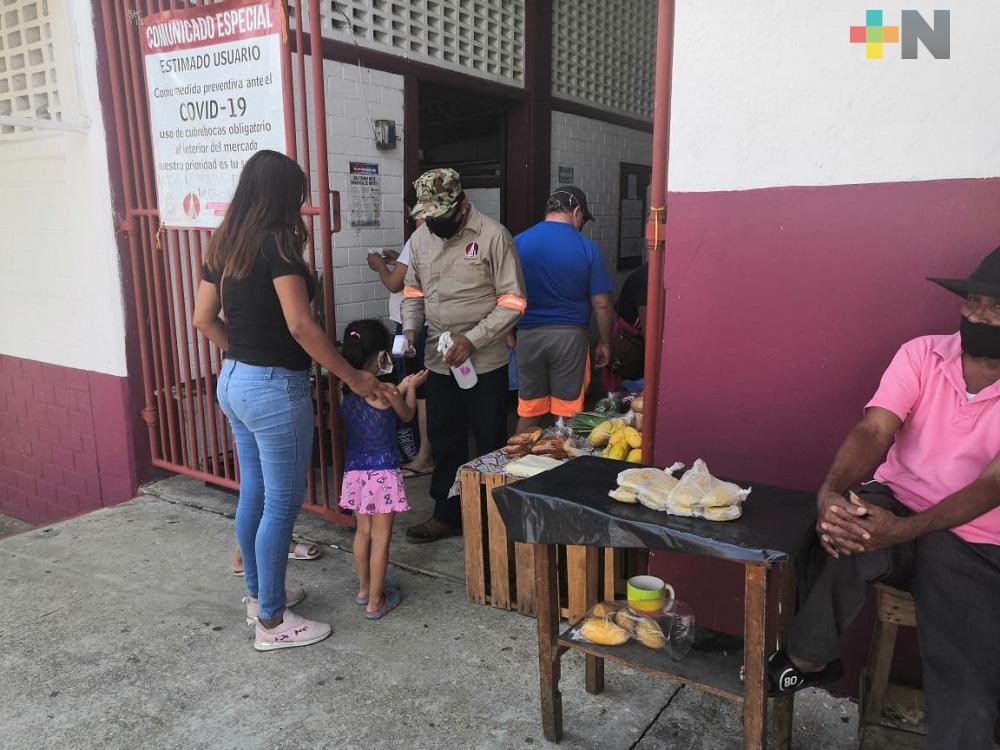 Autoridades de Salud de Coatzacoalcos continuarán con filtros y restricción de acceso a centros de abasto