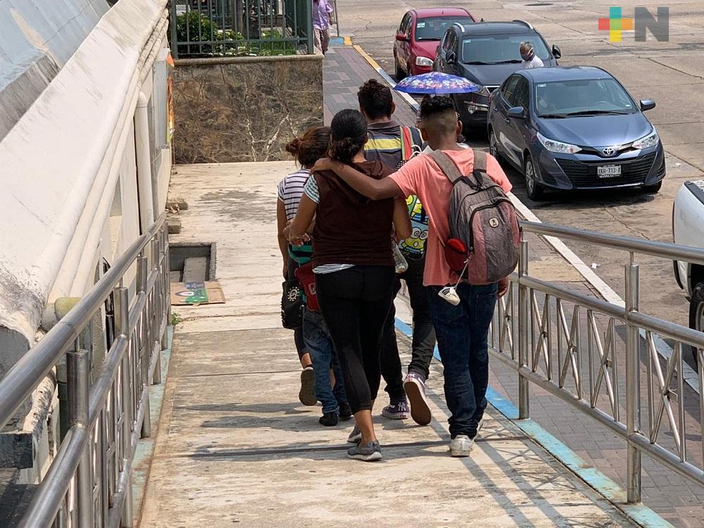 Migrantes hondureños piden a coatzacoalqueños no olvidarse de los desplazados