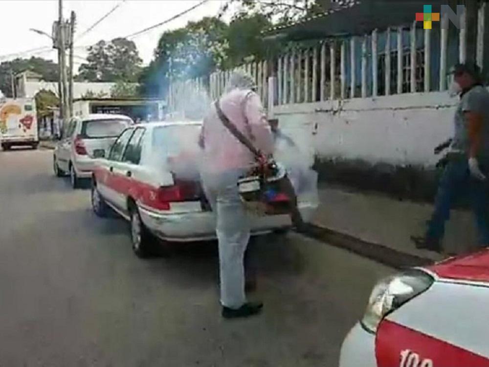 Mediante operativo, realizan sanitización de taxis en Minatitlán