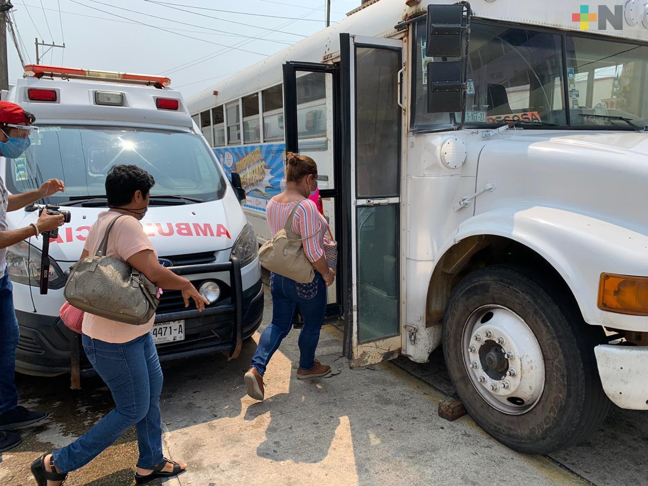 Agrupación Todos Unidos por Coatza, apoya a personal médico con ambulancia y transporte gratuito