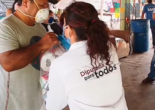Acompañada de alcaldes de la zona sur, diputada entrega despensas a la población vulnerable