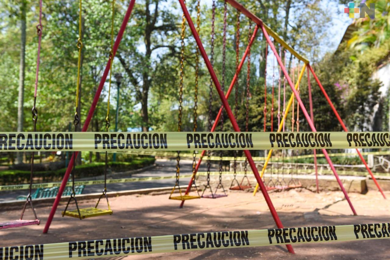 Parques de Xalapa permanecen cerrados y juegos infantiles acordonados
