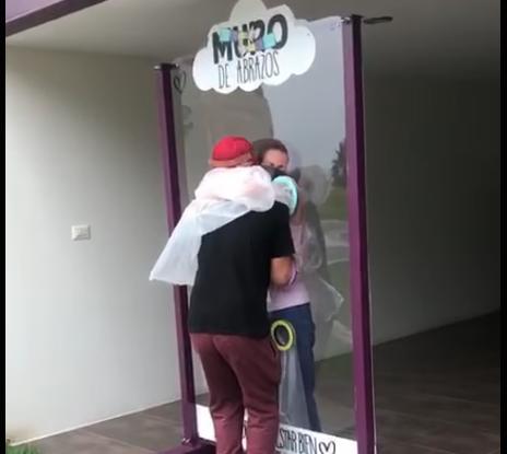 En Xalapa elaboraron muro para dar abrazos