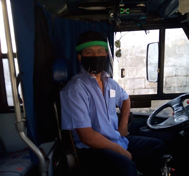Entrega Ayuntamiento de Xalapa implementos  de protección a transportistas