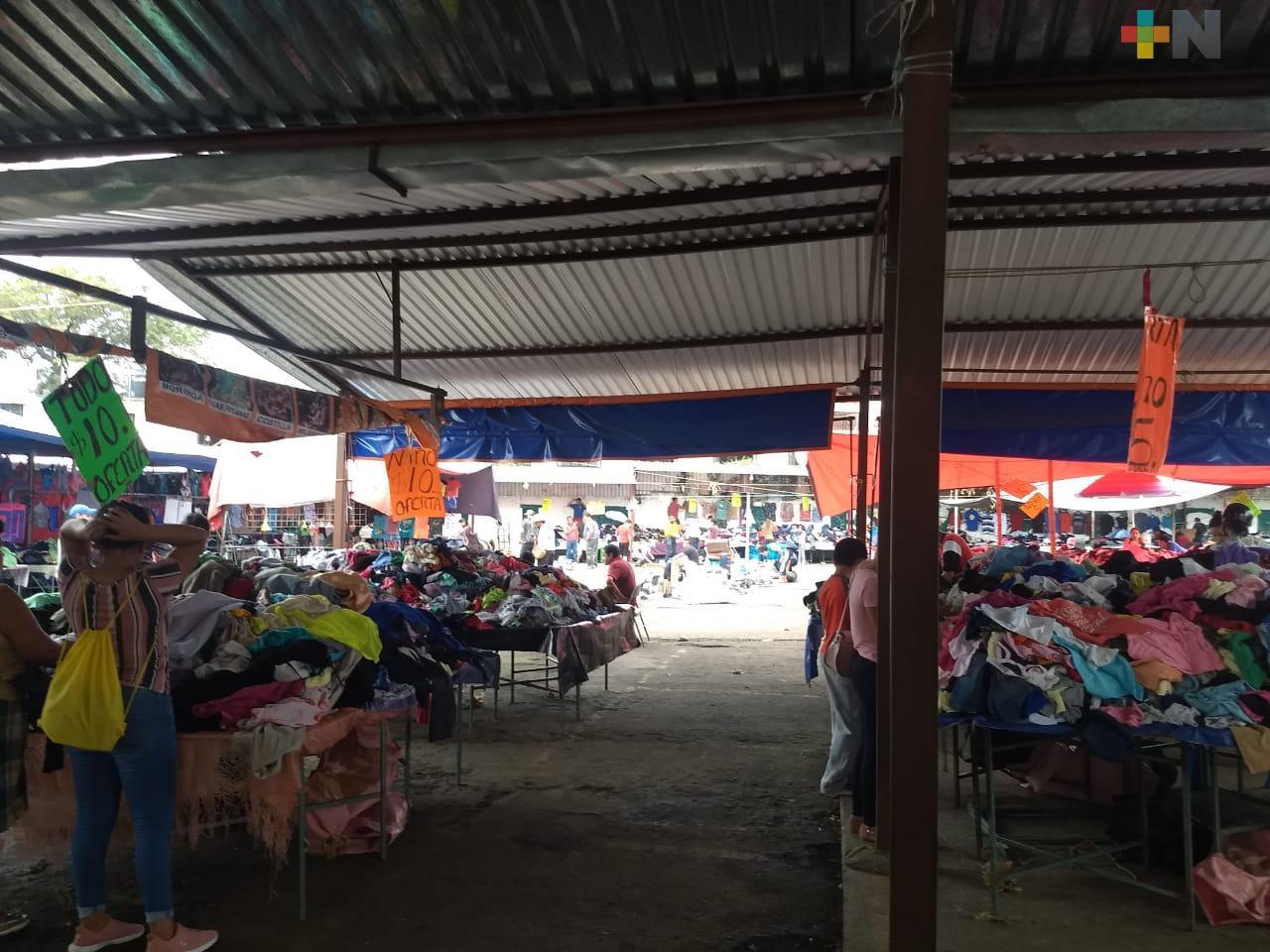 Aún sin autorización, se reinstala tianguis de artículos de uso en Xalapa