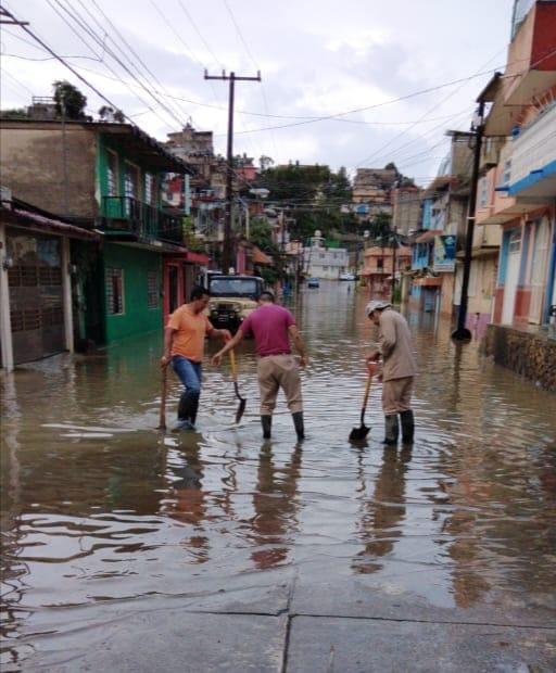 CMAS de Xalapa atiende reportes en la colonia Rafael Hernández Ochoa