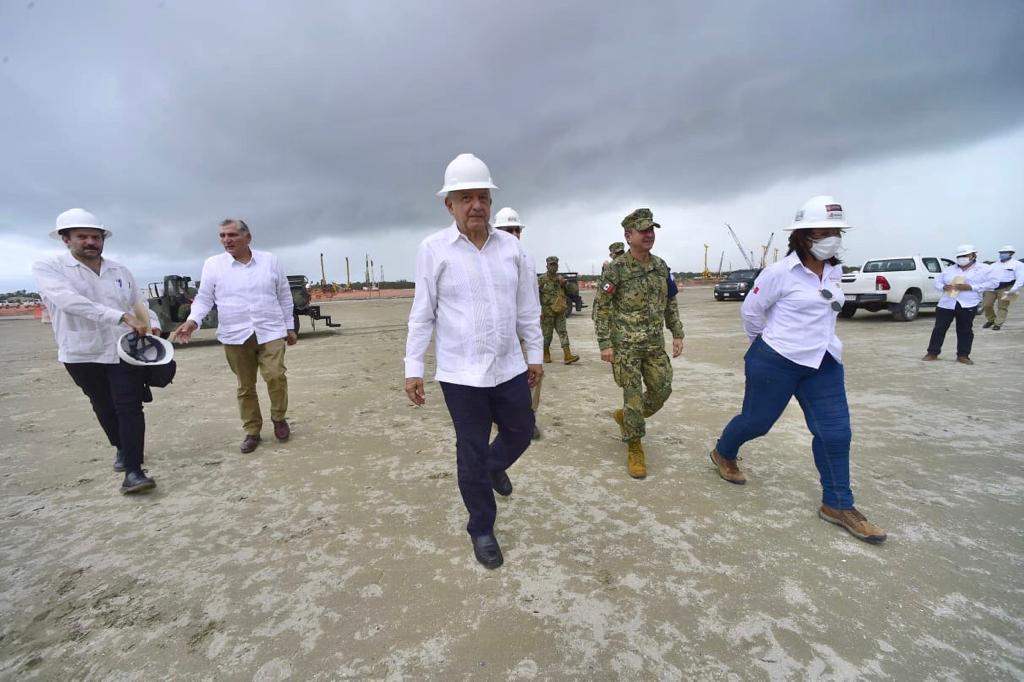 A un año de iniciar los trabajos en la Refinería Dos Bocas, se han generado 34 mil 42 nuevos empleos para los mexicanos