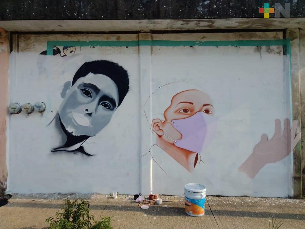 Con mural, jóvenes reconocen a trabajadores de la salud en Coatzacoalcos